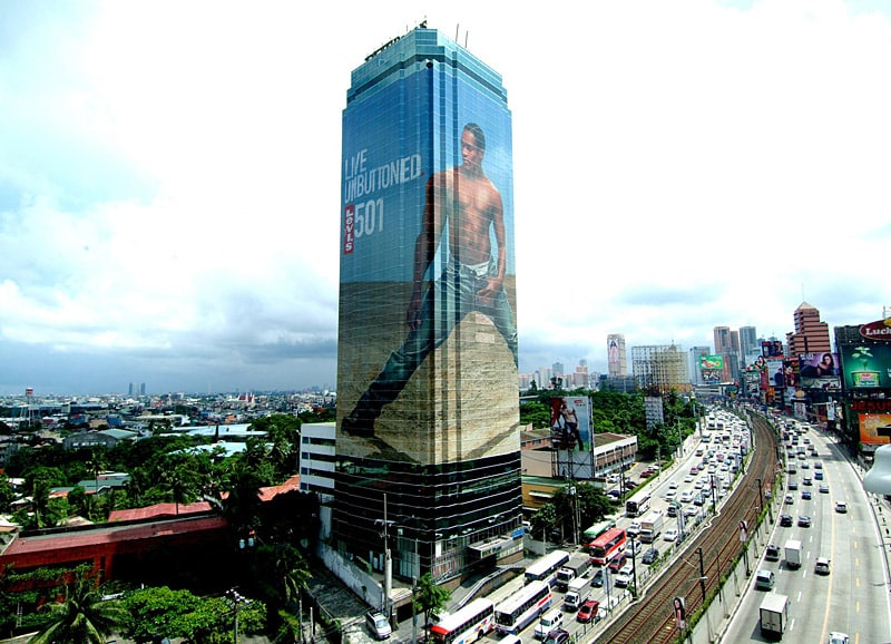 25 Shocking Ads on Buildings You Won't Believe