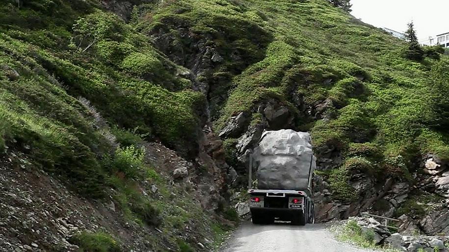 antoine-boulder-cabin-switzerland-alps-bureau-a-10