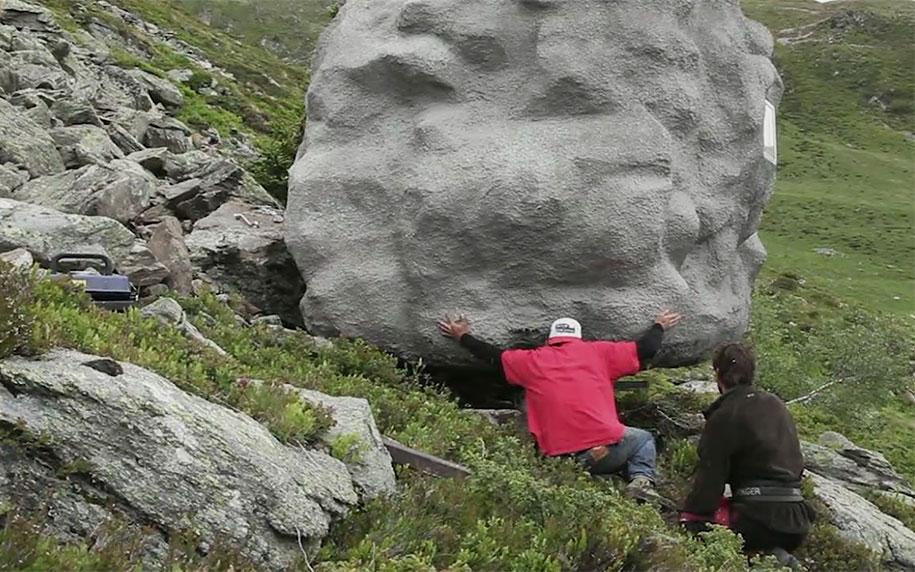 antoine-boulder-cabin-switzerland-alps-bureau-a-11