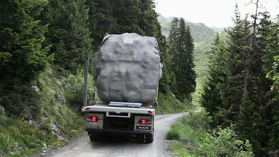 antoine-boulder-cabin-switzerland-alps-bureau-a-14