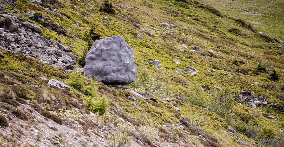 antoine-boulder-cabin-switzerland-alps-bureau-a-8