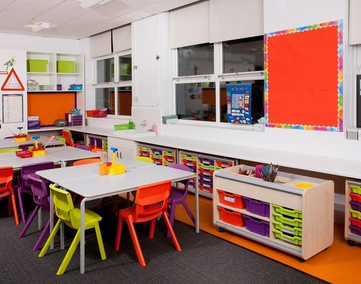 a bright and minimalist classroom - Classroom Design Ideas