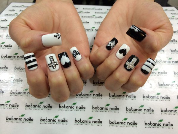 50 crazily cool black and white nail art designbump black and white nail art inspiration next page prinsesfo Image collections