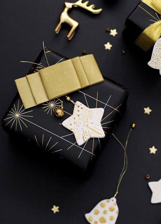 34 Black Amp Gold Christmas Decor Ideas Designbump