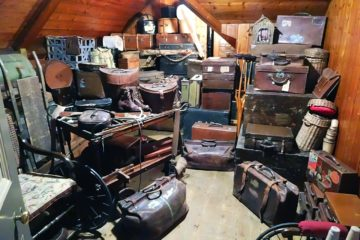C:\Users\DELL\Downloads\luggage-638376_1280.jpg